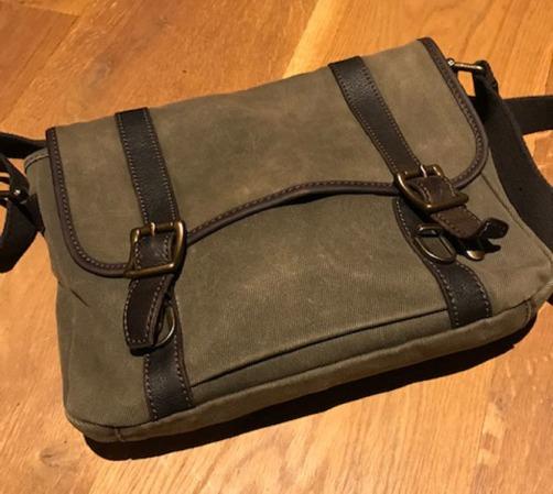 steve laptop green bag